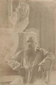 Rodin au dépôt des marbres à côté de la Main de Dieu