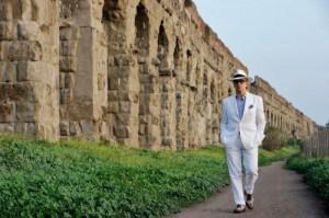 la-grande-bellezza-toni-servillo-passeggia-tra-gli-scavi-di-roma-in-una-scena-del-film-276046-700x465