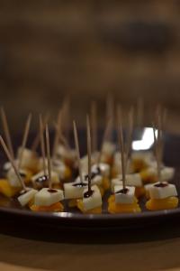 Mini-brochettes sucrées/salées pour l'apéro