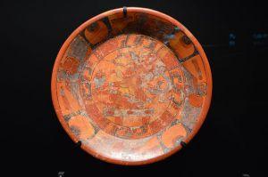 800px-Plat_tripode,_maya,_Musée_du_quai_Branly