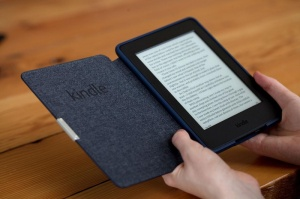 amazon-kindle-paperwhite-2015-in-hand-800x533-c