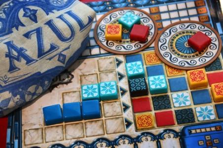 Plateau et briques du jeu Azul
